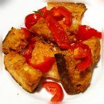 Pane bruschettato e pomodori