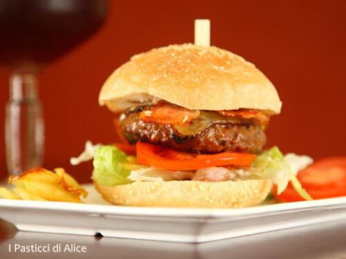 Hamburger Home Made e Chips di Patate