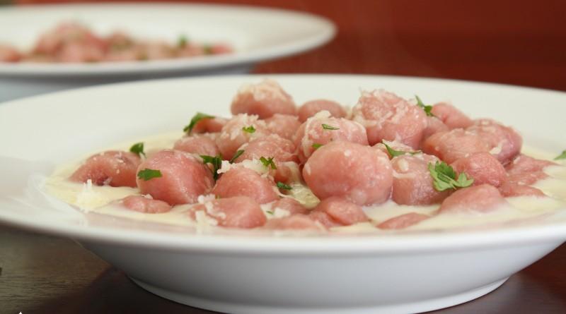 Chicche di Patate Rosa su Crema di Parmigiano