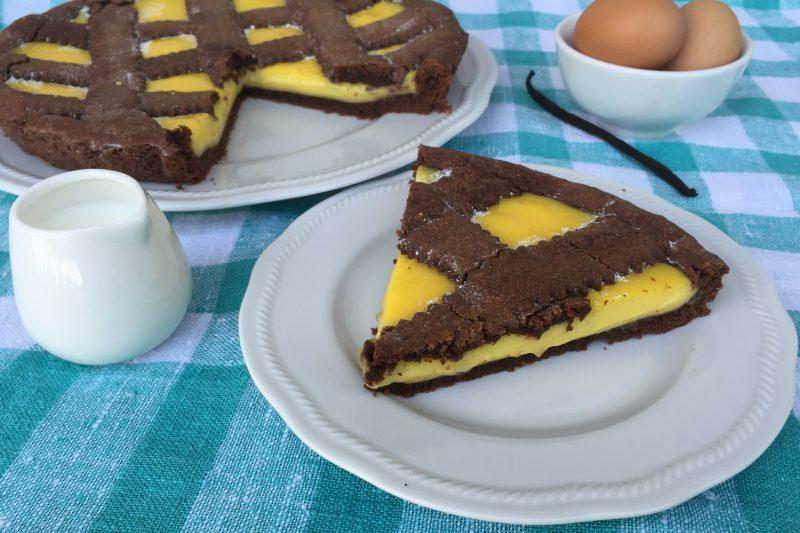 Crostata morbida con frolla al cacao e crema pasticcera