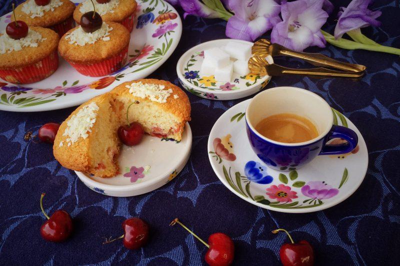 Tortine con ciliegie e cioccolato bianco