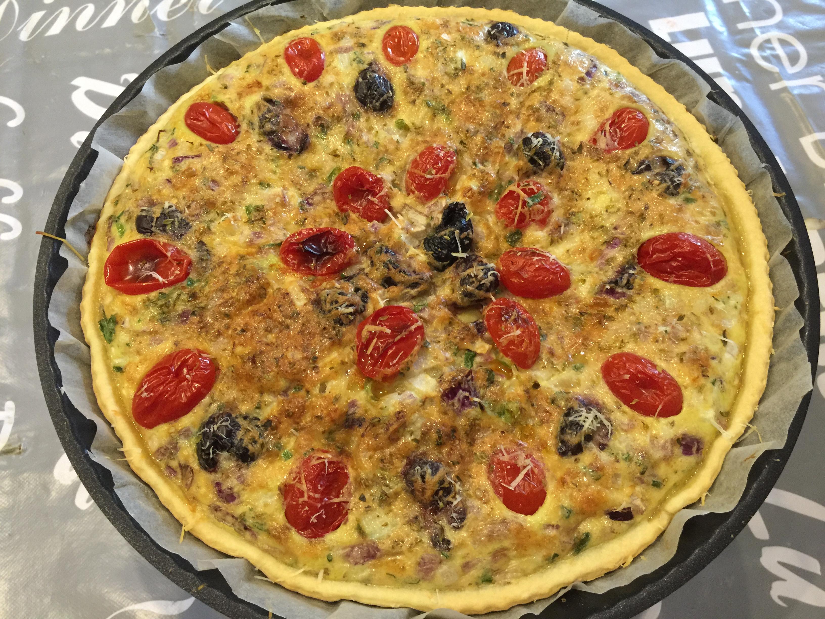 Quiche con cipolla di Tropea, olive di Gaeta e datterino