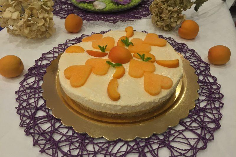 Cheesecake al melone e albicocche senza cottura