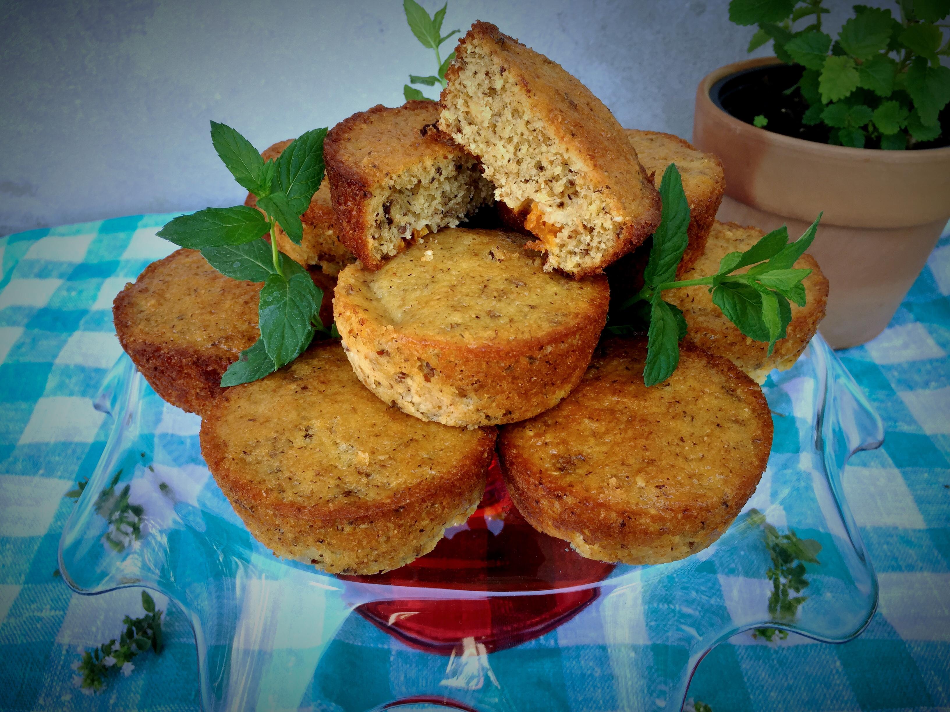 Tortine integrali con albicocche e frutta secca