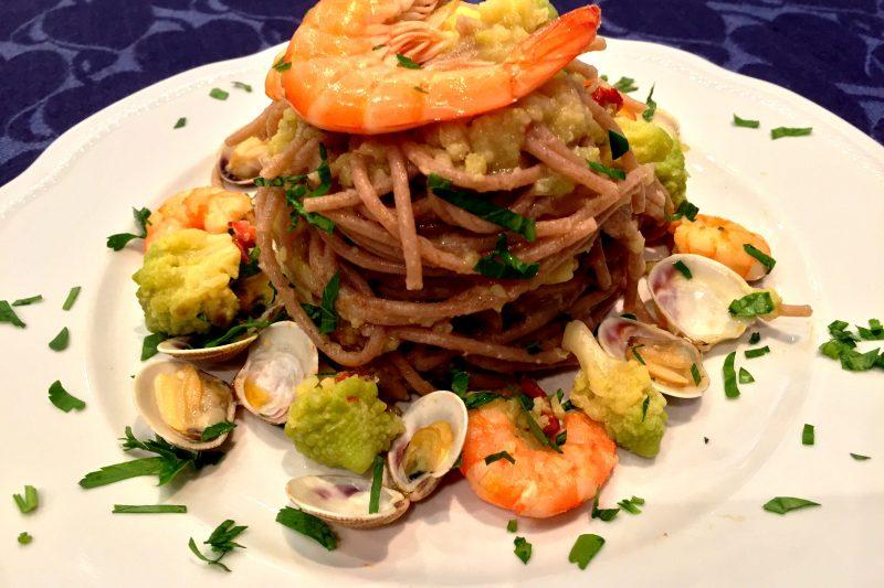 Spaghetti di farro con mazzancolle, lupini e cavolo romano