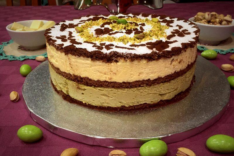 Torta bavarese al pistacchio e cioccolato bianco