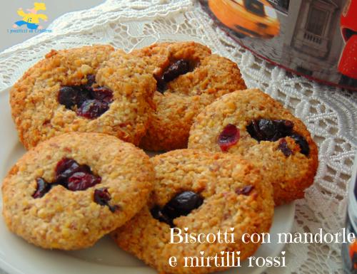 Biscotti con mandorle e mirtilli rossi