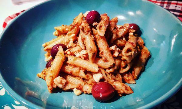 Pennette integrale con pesto di olive e mandorle – ricetta