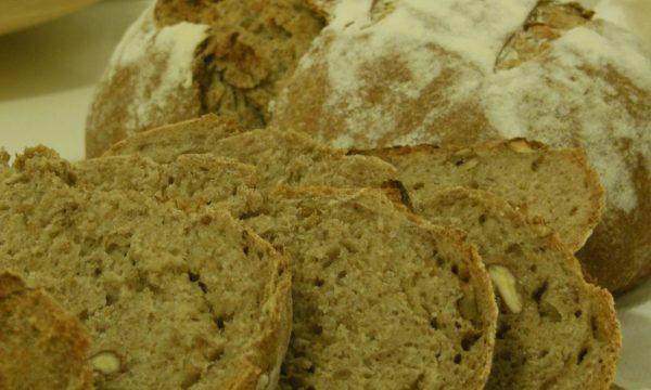 Pane integrale con pistacchi e noci