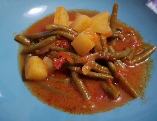 Zuppa di fagiolini e patate al pomodoro