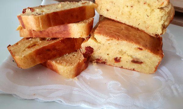 plumcake salato con pomodorini secchi e parmigiano