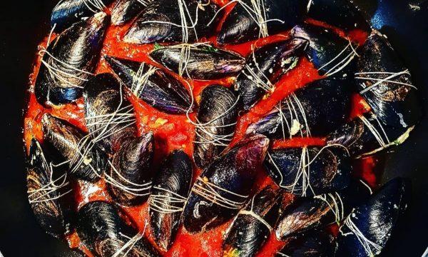 Cozze ripiene al pomodoro – ricetta