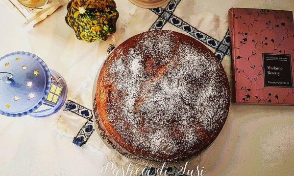 Torta allo yogurt greco con gocce di cioccolato fondente al profumo di ffiori d'arancio