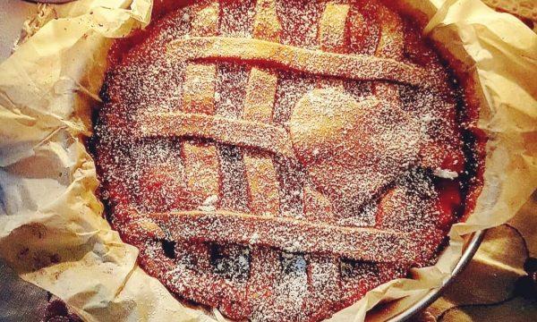 Crostata con confettura di albicocca
