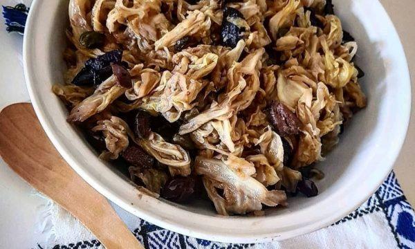 Verza stufata con capperi e olive – ricetta