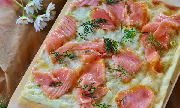 Tarte Flambée al salmone e cipollotti