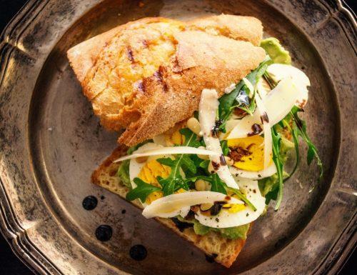 Sandwich con Insalata di rucola e uova