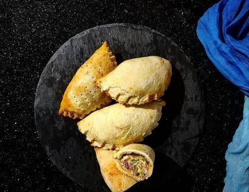 Empanadas argentine con ripieno di ricotta speck e zucchine