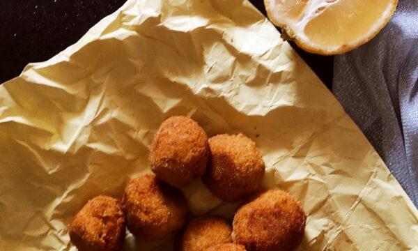 Polpette di tonno e patate aromatizzate al limone e timo
