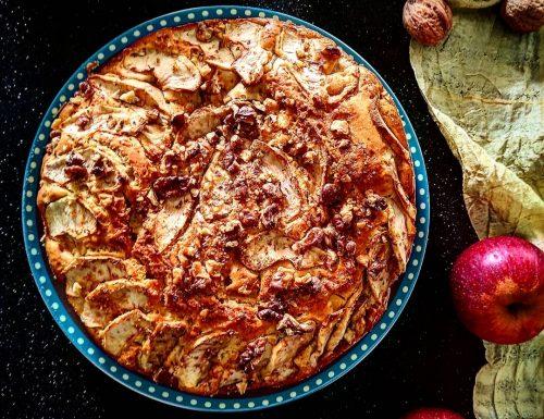 Torta di mele con noci aromatizzata al limone