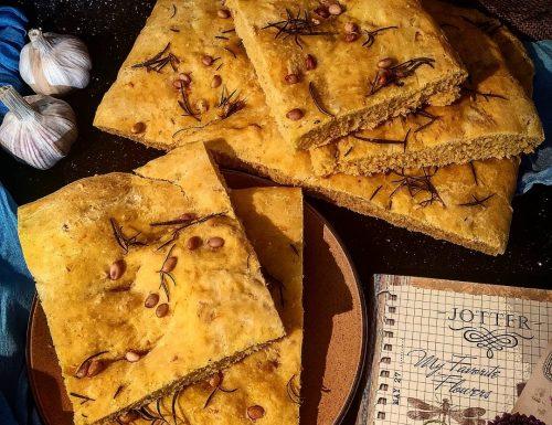 Focaccia alla zucca con pinoli e rosmarino
