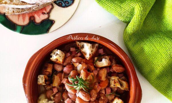 Zuppa di fagioli borlotti lamon con cotto e crostini di pane dorato aromatizzato al rosmarino