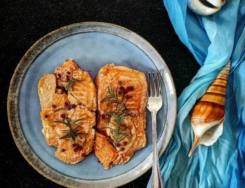 Filetti di salmone al pepe rosa e rosmarino