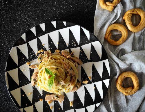Linguine con ventresca di tonno e granella di tarallo pugliese
