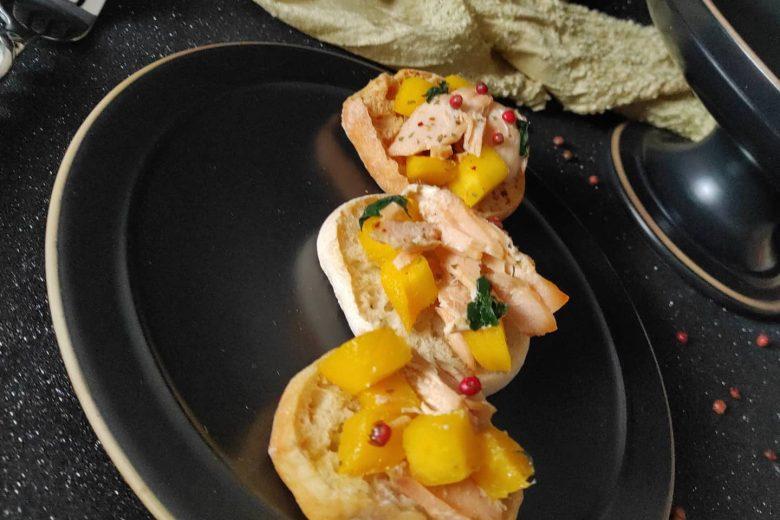 Friselle mango e salmone aromatizzate al pepe rosa