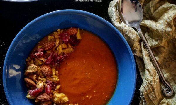 Vellutata di zucca con crumble di tarallo mandorle e salsiccia secca