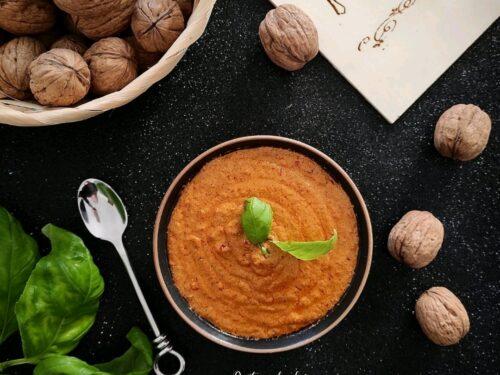 Crema di ricotta di bufala Campana DOP noci e pomodori secchi sott'olio
