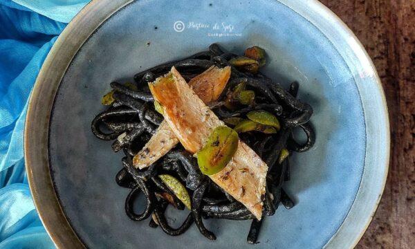 Scialatielli al nero di seppia con ventresca di Tonno e olive greche
