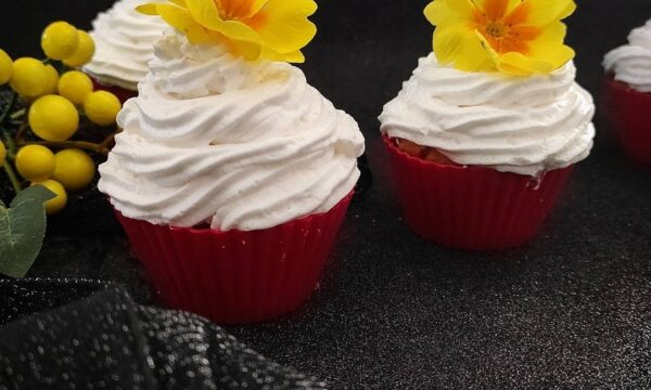 cupcake agli agrumi con panna alla vaniglia