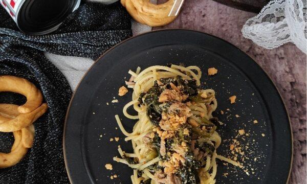 Spaghetti al tonno e friarielli con polvere di tarallo