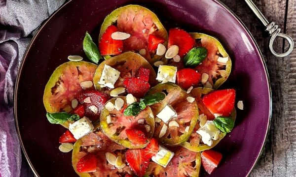 Insalata di pomodori verdi  fragole e Philadelphia