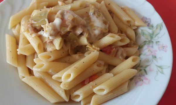 Pasta con carciofi, pomodorini e mozzarella