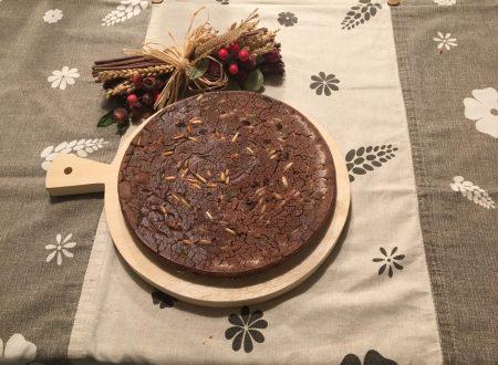 Castagnaccio con rosmarino, uvetta e pinoli