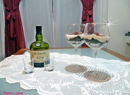 Torta al cioccolato e panna al bicchiere