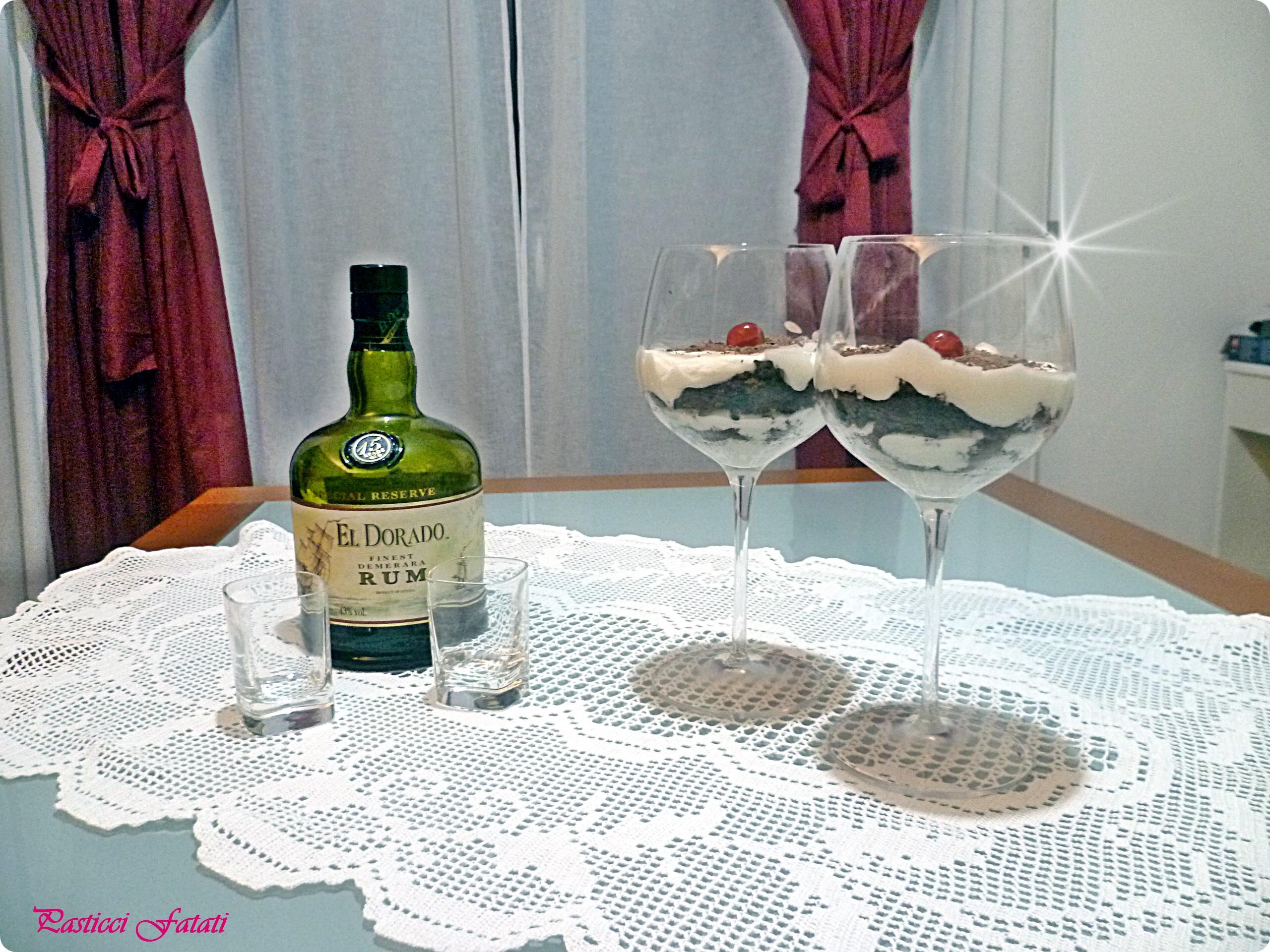 P1100358 Torta al cioccolato e panna al bicchiere
