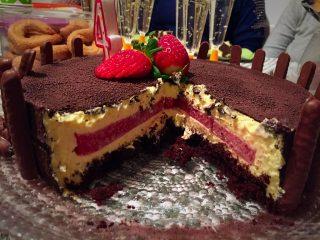 torta-moderna-al-cioccolato-bianco-e-fragole-12-320x240 Torta moderna al cioccolato bianco e fragole