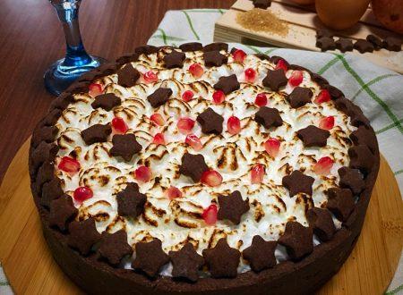 Crostata meringata al cioccolato e melagrana