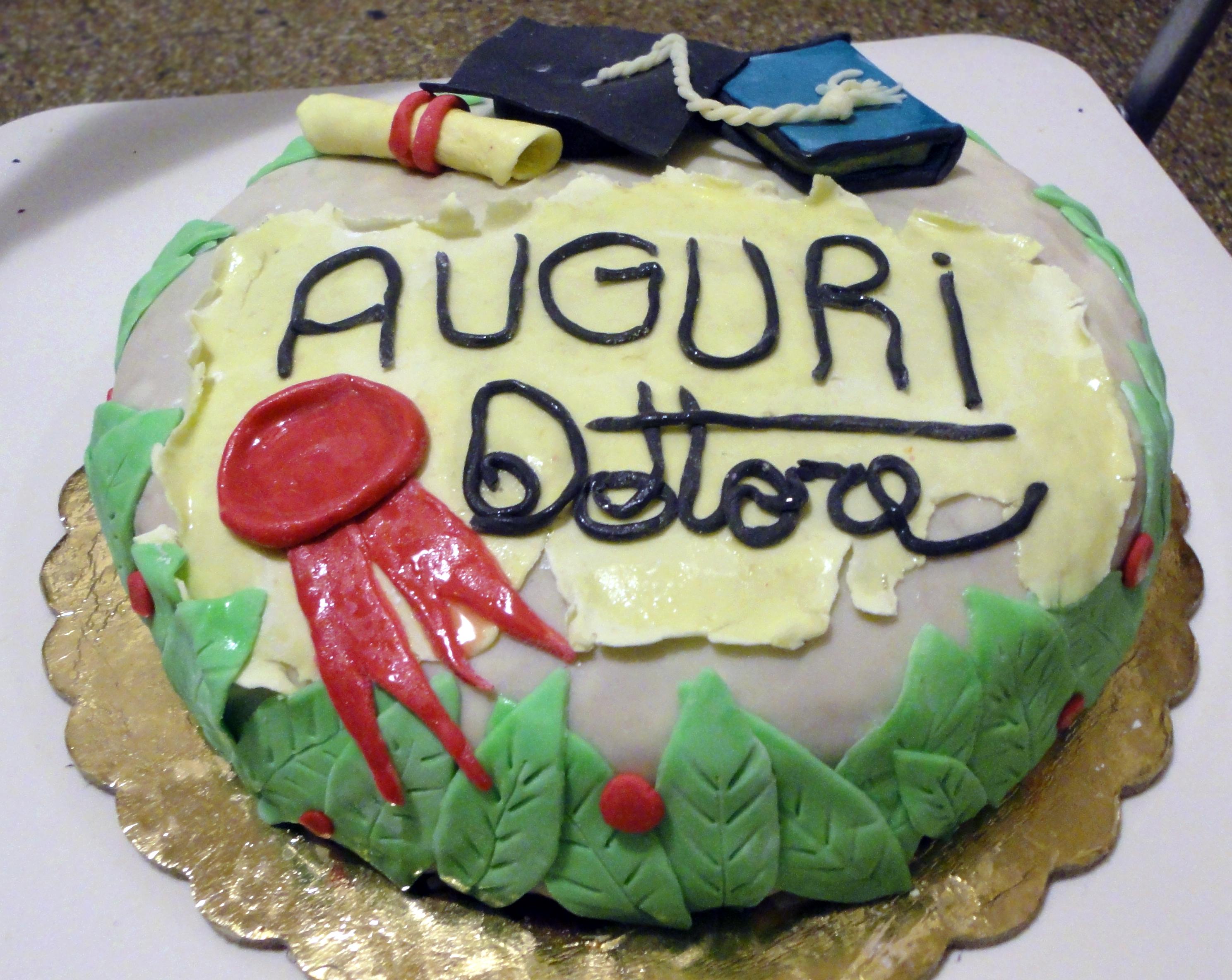 Torta di laurea la studentessa pasticciona for Decorazioni per torte di laurea