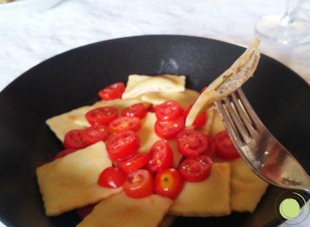 Agnolotti vegetariani alla ricotta e olive con pomodorini – senza glutine