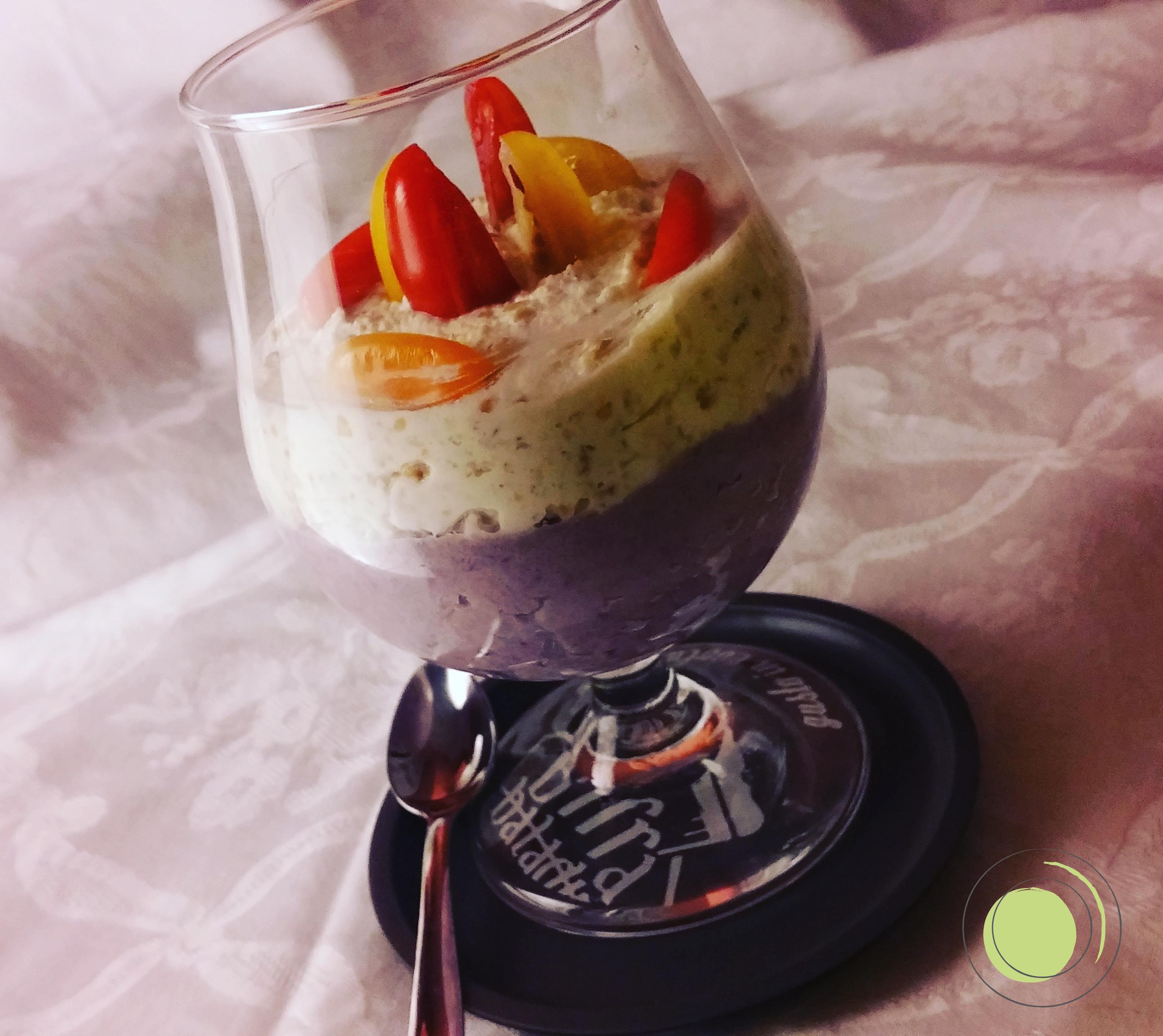 Crema di cavolfiore viola con ricotta, arachidi e pomodorini senza glutine