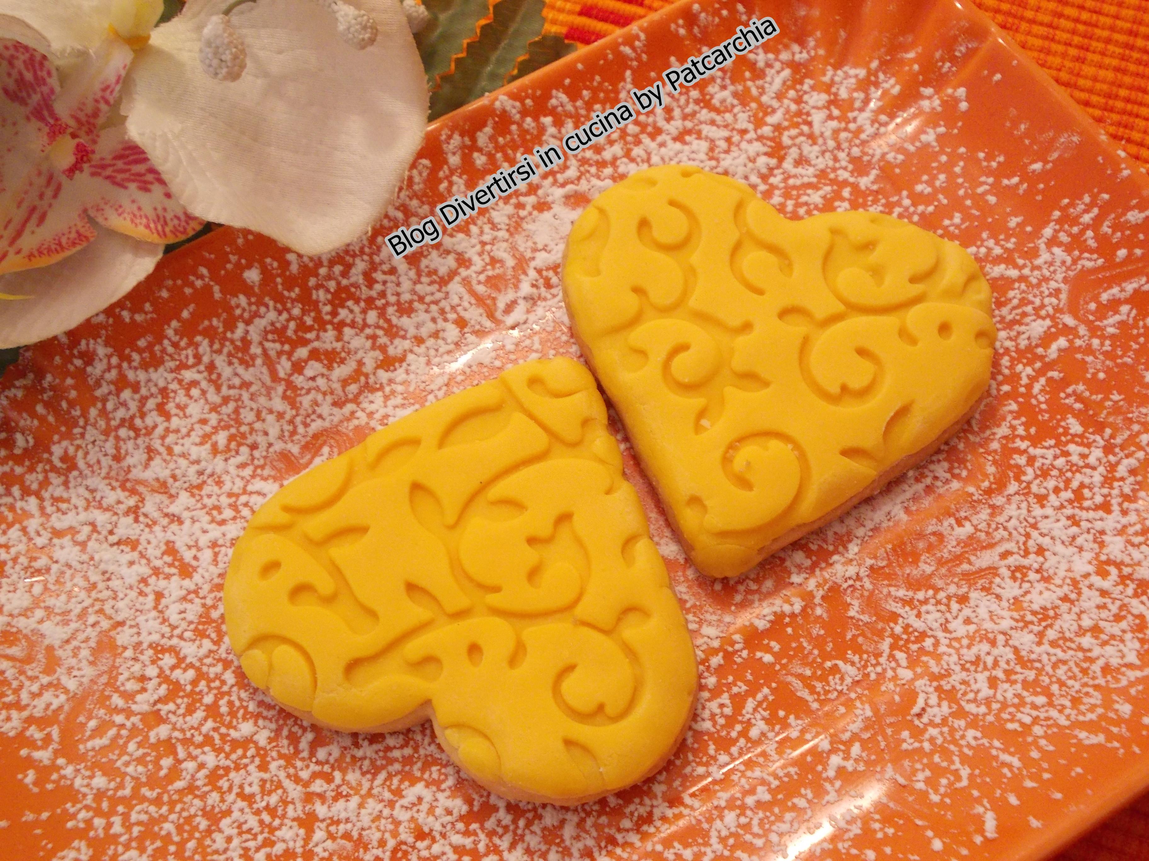 Biscotti decorati con cioccolato plastico