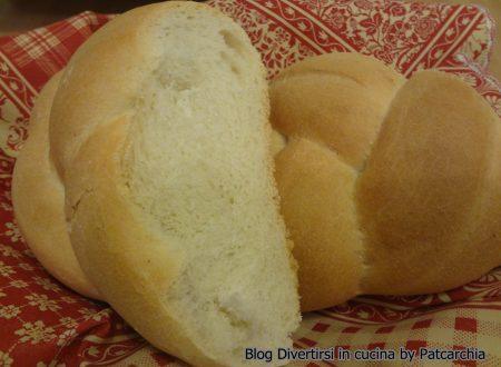 Treccia di pane con lievito madre