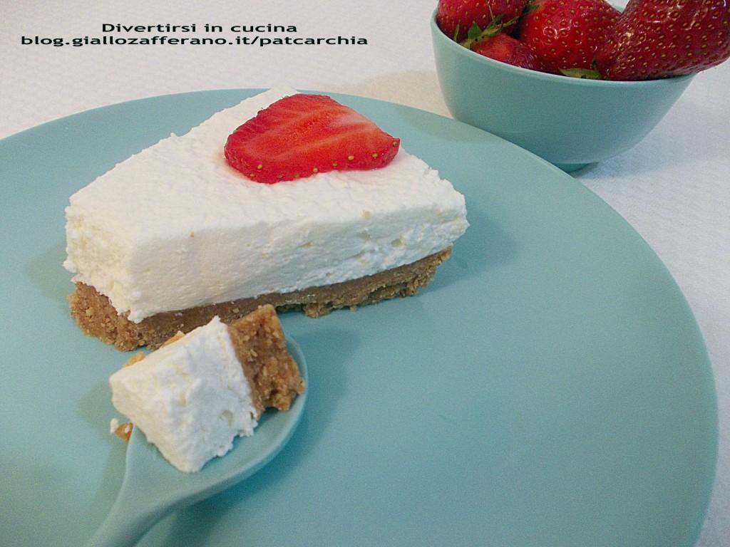 cheesecake alle fragole ricetta blog divertirsi in cucina patcarchia giallo zafferano cuciniamo insieme