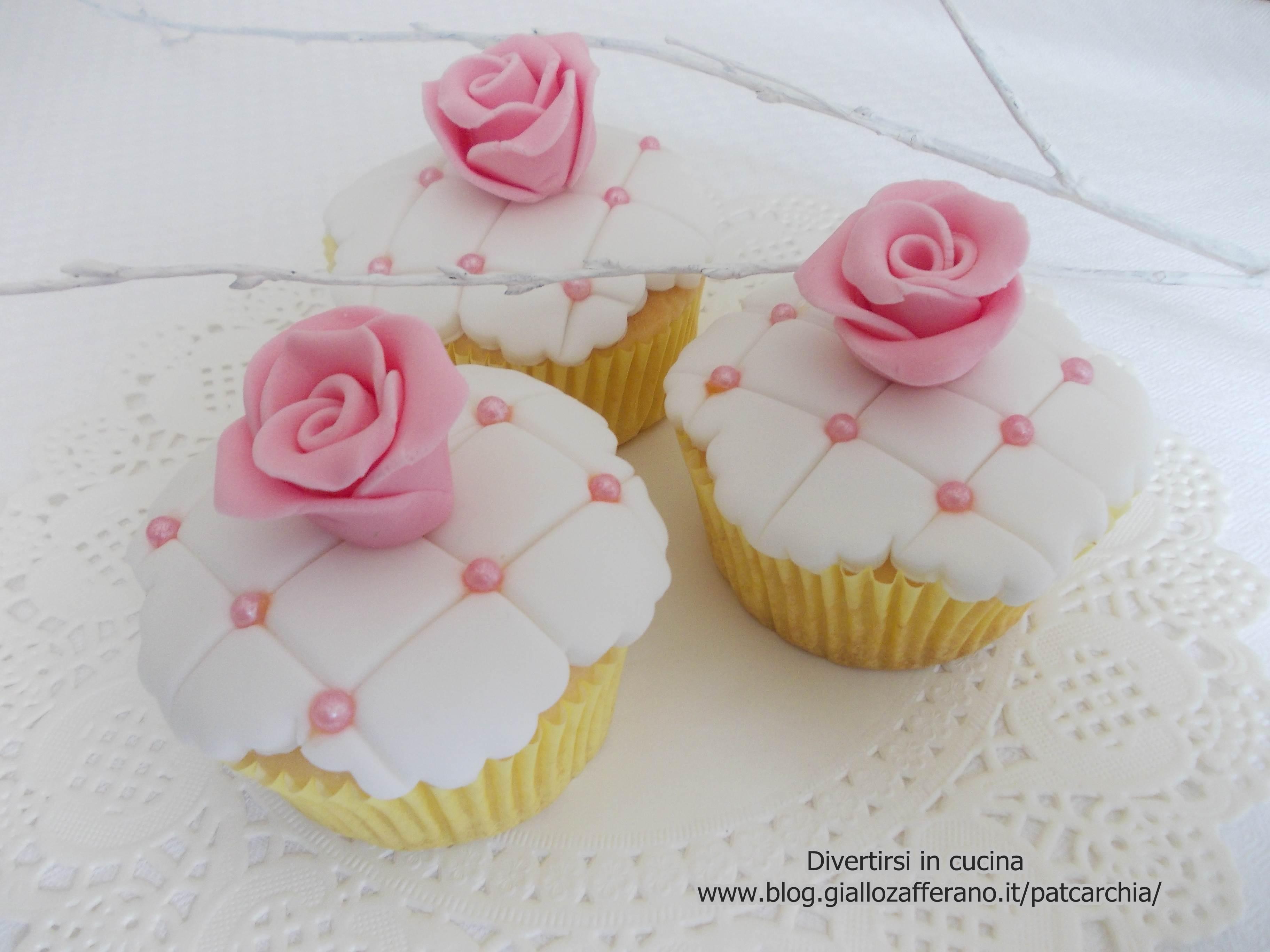 Muffin ricoperti con pasta di zucchero divertirsi in cucina for Pasta di zucchero decorazioni