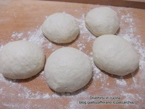 pizza napoletana ricetta base-blog-divertirsi in cucina-blog-patcarchia