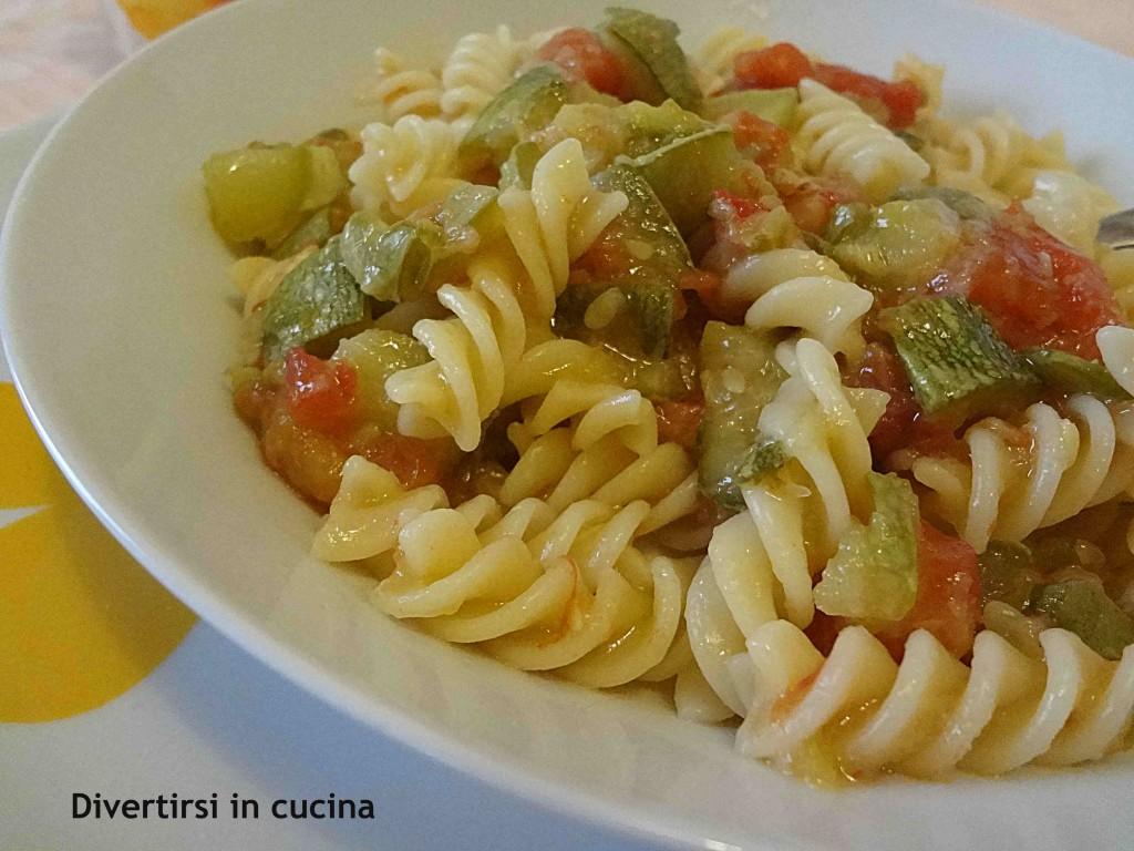 pasta con le zucchine e pomodoro fresco divertirsi in cucina ricetta